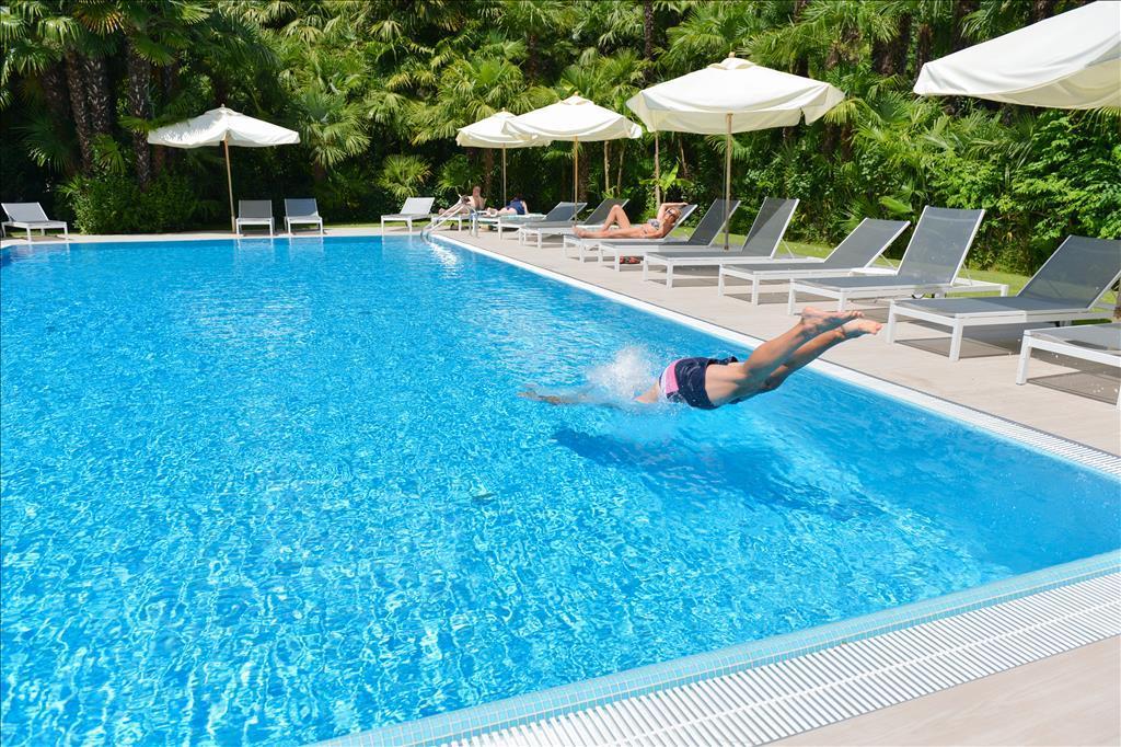 Alloggi sul lago di garda prenotazione online visitgarda - Hotel con piscina coperta riva del garda ...