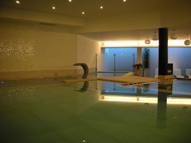 Alloggi sul lago di garda prenotazione online visitgarda for Cabine al lago della piscina di joe